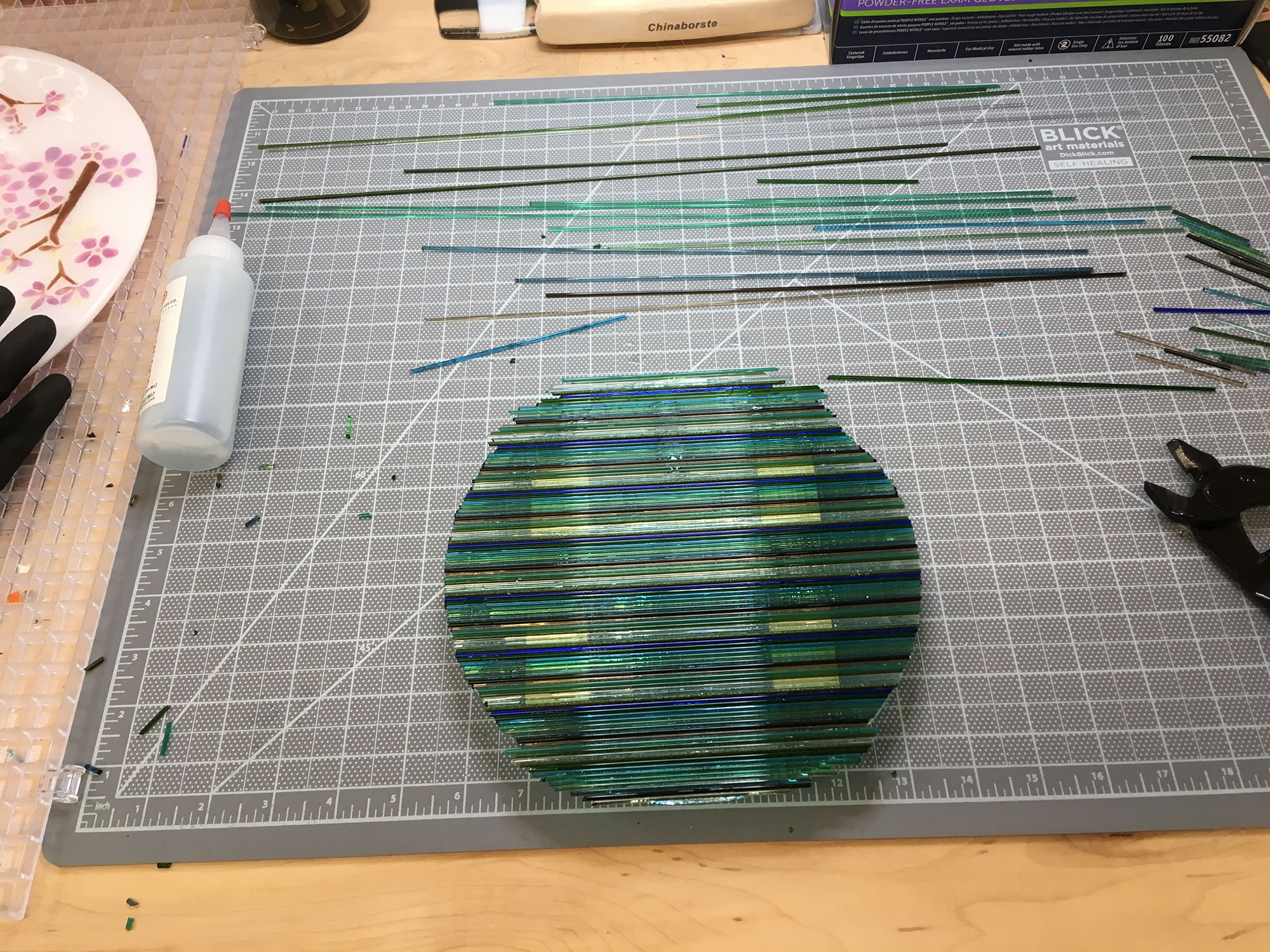 Stringers Glued to Transparent Circle